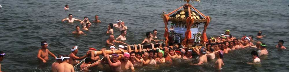 海を渡る江ノ島天王祭の御輿